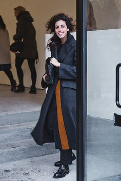 New_York_Fashion_Week-Street_Style-Fall_Winter-2015-Grey_Coat- by collagevintageblog, via Flickr