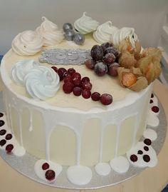 Purppurahelmi: Valumakakku Kermit, Desserts, Food, Tailgate Desserts, Deserts, Essen, Postres, Meals, Dessert