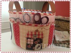 Cose y calla : …Home Sweet Home! Denim Scraps, Fabric Scraps, Quilting Room, Hand Quilting, Patchwork Bags, Quilted Bag, Sewing Baskets, Knitting Supplies, Craft Bags