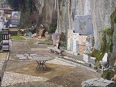 Castelli Romani...L' Arte della Pietra - Porfido lastre cubetti e piastrelle   >> TrovaPavimenti.it