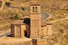 Iglesia de la Veracruz (Segovia) Se encuentra en un lugar aislada de la ciudad en medio de la carretera local que une la cápital con la poblacion de Zamarramala. Es de planta octogonal y se cree que es de orígen templario