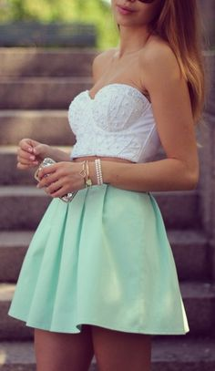 13 Ways to Wear Fresh Mint Outfit Trends – Erkenne Deine Haut Coral Fashion, Trend Fashion, Estilo Fashion, Look Fashion, Skirt Fashion, Mint Skirt, Pastel Skirt, Flowy Skirt, Cute Dresses
