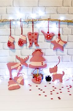 Camping gift ideas [for roadtrip lovers and outdoor freaks] Christmas Bunting, Cowboy Christmas, Christmas Tree Toy, Handmade Christmas Decorations, Christmas Sewing, Christmas Makes, Christmas Fabric, Christmas Holidays, Christmas Colors