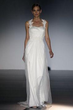 Die 11 besten Bilder von Brautkleider für kleine Frauen ...