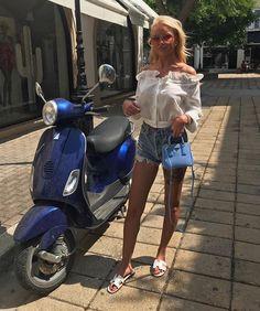 Vespa Girl, Scooter Girl, Piaggio Vespa, Vespa Scooters, Vespa Et2, Chicks On Bikes, Scooter Motorcycle, N Girls, Biker Girl