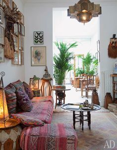 White walls save the east room with a rookery of Moroccan pillows from exotic overdose. 2. House in Antwerp. The owner and the author of the interior Guinot Brother