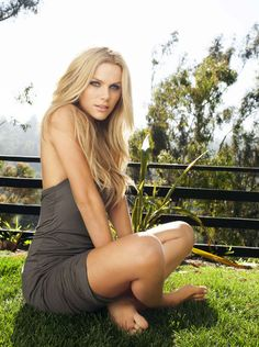 25-year-old actress and wife of tennis star Andy Roddick, Brooklyn Decker, admitted she 'chickened out' of a yoga session with Jen on the set of 'Just Go With It' because she was intimidated by the 44-year-old's incredible bod. #SpousesinSports #TennisWife #TennisWAGS #BrookylynDecker