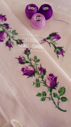 Amazing Hand Embroidery: Learn Flower Ideas with Tricks Cross Stitch Boarders, Cross Stitch Rose, Cross Stitch Flowers, Cross Stitch Designs, Cross Stitch Patterns, Hand Embroidery Videos, Hand Embroidery Stitches, Silk Ribbon Embroidery, Hand Embroidery Designs