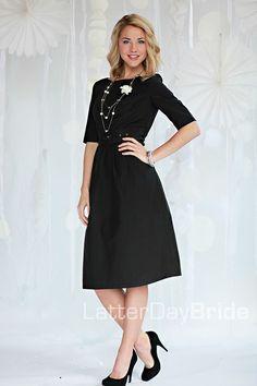 Love black dresses like this<3