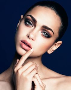 Bold brows and a smokey eye. Color Icon Brow Pencil in Brunettes Do It Better…
