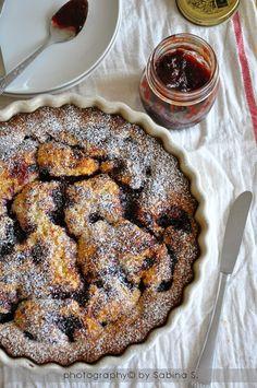 Due bionde in cucina: Crostata morbida con marmellata di prugne Almond Cakes, Sweet Cakes, Just Desserts, Cupcake Cakes, Buffet, Deserts, Food And Drink, Banana, Favorite Recipes