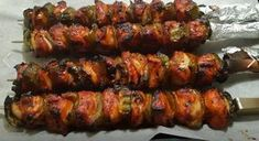 These marinated chicken skewers are a real delight. - These marinated chicken skewers are a real delight. Leftover Bbq Chicken Recipes, Grilled Chicken Recipes, Marinated Chicken, Healthy Chicken, Meat Recipes, Healthy Recipes, Chicken Marinades, Chicken Fajitas, Rotisserie Chicken