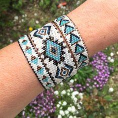 bracelets with beads Loom Bracelet Patterns, Beaded Bracelets Tutorial, Bead Loom Bracelets, Bead Loom Patterns, Friendship Bracelet Patterns, Bracelet Or, Jewelry Bracelets, Seed Bead Jewelry, Beaded Jewelry