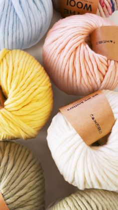 Knitting for beginners- Our gift idea: A knitting set 📦 📦 Everything that . - Knitting for beginners,Knitting patterns,Knitting projects,Knitting cowl,Knitting blanket Easy Knitting Projects, Knitting For Beginners, Sewing Projects, Knitting Needles, Knitting Socks, Free Knitting, Easy Crochet, Knit Crochet, Knitting Patterns