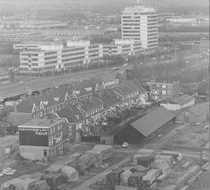 H.L. Wichertstraat en omgeving met houthandel Nanninga & Zn., de Weg der Verenigde Naties (ringweg) en Eurocenter, ca. 1980