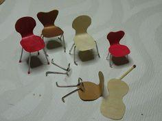 Tuolien tekoa piti harjoitella kun eteen tuli sopivan näköisiä metalliosia. Näistä metalliklemmareista voi irrottaa lankaosan mikä t...