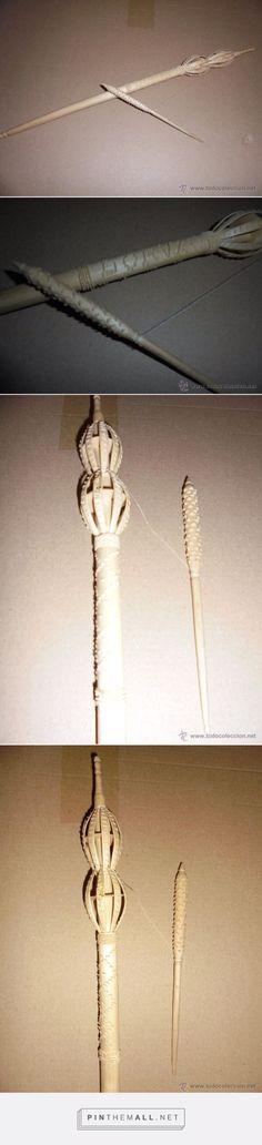 antigua rueca , tallada en madera . 46 cm