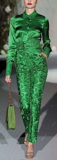 Amazing green outfit for Christmas by Roberto Verino 2013 Green Fashion, High Fashion, Looks Style, My Style, Green Style, Runway Fashion, Womens Fashion, Fashion Trends, Winter Typ
