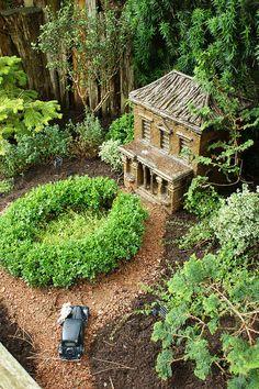 Best Garden Railway Ever (Across the nation) Paper Doll House, Paper Houses, Putz Houses, Fairy Houses, Miniature Fairy Gardens, Miniature Houses, Fairy Land, Fairy Tales, Mini Fairy Garden