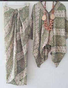 Kaftan Batik, Batik Kebaya, Blouse Batik, Batik Dress, Traditional Fashion, Traditional Outfits, Muslim Fashion, Ethnic Fashion, Kebaya Wedding