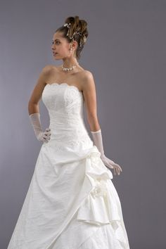 Très jolie robe de mariée bustier + traîne + jupon
