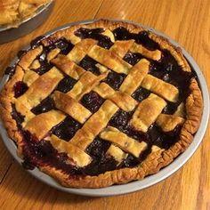 Blackberry and Blueberry Pie Fresh Blueberry Pie, Blueberry Pie Recipes, Blackberry Pie, Cream Pie Recipes, Blueberry Desserts, Sprinkles, Fruit Pie, Easy Pie, Frozen Blueberries