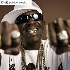 #Repost @publicenemyftp  @flavorflav4real the #Legend himself #publicenemy #classic #doPE #classic #hiphop #music #instagood #dj #djs Rap #BattleDjs #ClubDjs #Funk #BreakBeats #Hiphop #Jazz  #Talnts #HouseMusic #Reggae  #RocknRoll  #PopMusic  #VinylRecords  #haveuheardpromo #Brooklyn #NYC #party #turntablism #rap #Dance #radiodj by haveuheardpromo http://ift.tt/1HNGVsC