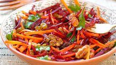 Salată de morcov, sfeclă, măr și lămâie - anticancerigenă, benefică pentru ficat și piele | Unica.md
