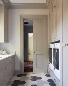 Andrew Howard Interior Design - A pocket door opens to a chic laundry room filled with gray shaker cabinets adorned with polished hardware topped with white marble fitted with a sink. - March 27 2019 at Laundry Room Tile, Grey Laundry Rooms, Laundry Room Storage, Laundry Area, Layout Design, Design Ideas, Design Design, Design Inspiration, Interior Trim