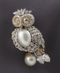 This owl brooch is designed in platinum and yellow gold.
