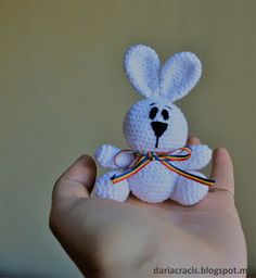 dariacracis:    BUNNY AMIGURUMI FREE PATTERNThis easy bunny ami...