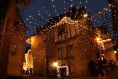 Comme chaque année, la petite cité morbihannaise de Rochefort-en-Terre se pare de ses plus beaux atours pour célébrer les fêtes de fin d'année. Durant un mois, la ville s'illumine pour faire vivre aux petits et grands, les fééries de Noël.