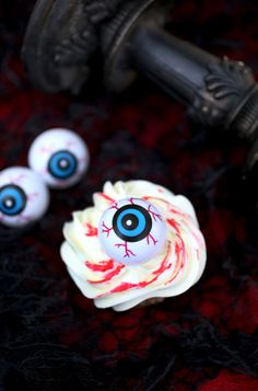 Bloodshot #cupcakes make a scary sweet #treat for #Halloween #evitegatherings