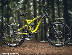 @eliottlapotre 's Sexy Commencal Supreme DH V3 @arthur_chambre_photographie#mtb #bikeporn #sick #awesome #new #downhill #enduro #racing_factoryypage #bike #mtbporn #freeride #sram #shimano #raceface #hope #rockshox #boxxer #vivid #commencal #supreme #DH #commencalsupreme