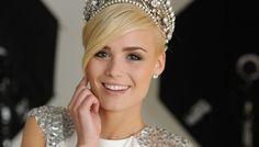 Miss Suisse : Dominique Rinderknecht. Switzerland, Vintage Photos, Diamond Earrings, People, Short Hair Styles, Celebrities, Beautiful, Beauty, Color