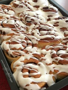 GLASEADO-PARA-CINNAMON-ROLLS Cinnamon Bun Recipe, Relleno, Waffles, Deserts, Goodies, Tasty, Sweets, Bread, Cooking