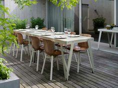 De Wendela stoel en Lloyd tafel van Functionals zijn weerbestendig. Tafel Lloyd is verkrijgbaar in verschillende kleuruitvoeringen. Kijk voor beide meubels op de tuinmeubel pagina van www.houtmerk.nl