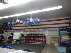 I have a loooong wall in my classroom what would look spectacular in red white and blue!  WOW!  And on such an important Social Studies year with elections in the first semester.