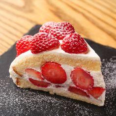 """""""ラ・ボエム パスタフレスカ ららぽーと愛知東郷では、ブランドいちご「よつぼし」を使った季節のケーキ「ズコット」を提供開始いたします。 「ズコット」とはイタリアのドーム型のケーキです。ラ・ボエム自慢のスイーツをぜひお楽しみください。 「よつぼし」って? 愛知県みよし市丸進ファームで収穫されたブランドいちご「よつぼし」は、光沢のある鮮やかな赤色で、濃厚な甘酸っぱさが特長です。「甘味、酸味、風味がよつぼし級に美味しい!」が名前の由来とされています。"""" Raspberry, Cheesecake, Dining, Fruit, Desserts, Food, Tailgate Desserts, Deserts, Cheesecakes"""
