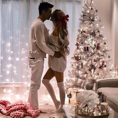 51 Merry Christmas Fashion Ideas for Couple Within this collection, you're find lifestyle model photos wearing a number of the Christmas trends. While much less common as […] Christmas Love Couple, Funny Christmas Pictures, Merry Christmas Photos, Very Merry Christmas, Family Christmas, Christmas Humor, Family Pictures, Outdoor Christmas, Christmas Ideas