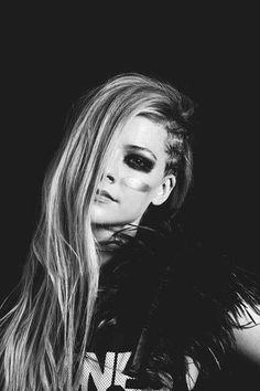Black and White Avril Lavigne . Iheart radio performance - Black and White Avri. - Black and White Avril Lavigne . Iheart radio performance – Black and White Avril Lavigne . Avril Lavigne Style, Avril Lavigne Photos, Pop Punk, Hayley Williams, Paramore, Black Star, Black And White, Avril Levigne, Divas