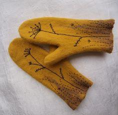 Hand Embroidery Videos, Felt Embroidery, Sweater Mittens, Fingerless Mittens, Wool Gloves, Felt Birds, Felted Slippers, Sewing Art, Wrist Warmers