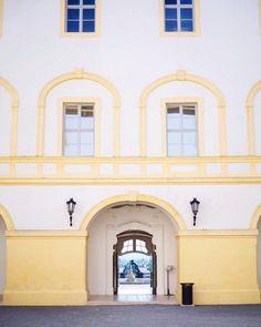 Schloss Hof! Oh ja ich kann wirklich nie genug vonhellip Travel Inspiration, Mansions, House Styles, Home Decor, Green Bag, Never Enough, Alone, Leather, Nice Asses