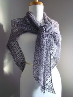 crocheted shawl with links to pattern and her mods included on this page. In French but accepts Google translator well