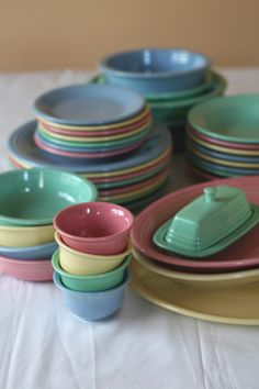 selling my vintage pastel Fiestaware! butter yellow and rose pink, assorted pieces, great price as a lot Vintage Dishes, Vintage Kitchen, Kitsch, Fiesta Kitchen, Homer Laughlin, Vintage Pottery, Pretty Pastel, Fancy, A Table