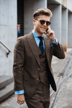 Business outfit in vintage style? Brown suit in the perfect vintage style – cut just right without being too big. Source by vildessentials Suit Fashion, Mens Fashion, Fashion Outfits, Style Fashion, Workwear Fashion, Fashion Blogs, Fashion Menswear, Work Fashion, Fashion Details