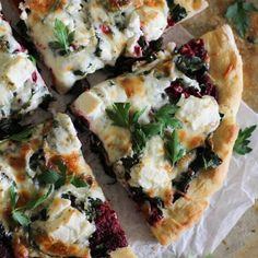 Beet Pesto Pizza with Kale. Beet pesto pizza with kale and goat cheese. Beet Recipes, Yummy Recipes, Vegetarian Recipes, Cooking Recipes, Healthy Recipes, Pizza Recipes, Smoothie Recipes, Vegetarian Pizza, Dinner Recipes