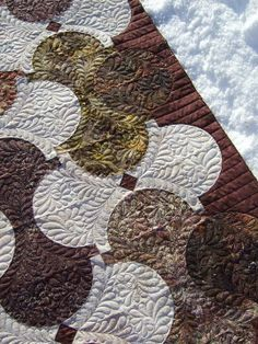 hourglass quilt with fantastic free-hand feathers