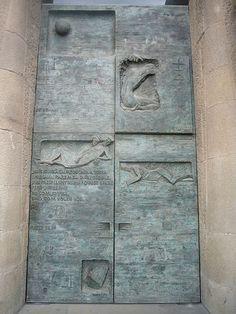 File:Gethsemane Door at the Passion Facade of the Sagrada Família. Gaudi Barcelona, Barcelona Travel, Modern Entrance Door, Antoni Gaudi, Building Art, Iron Work, Find Art, Facade, Art Nouveau