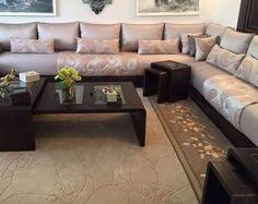 Salon marocain moderne Sofa Set Designs, Sofa Design, Interior Design, Living Room Flooring, My Living Room, Living Room Decor, Moroccan Home Decor, Moroccan Design, Arabic Decor